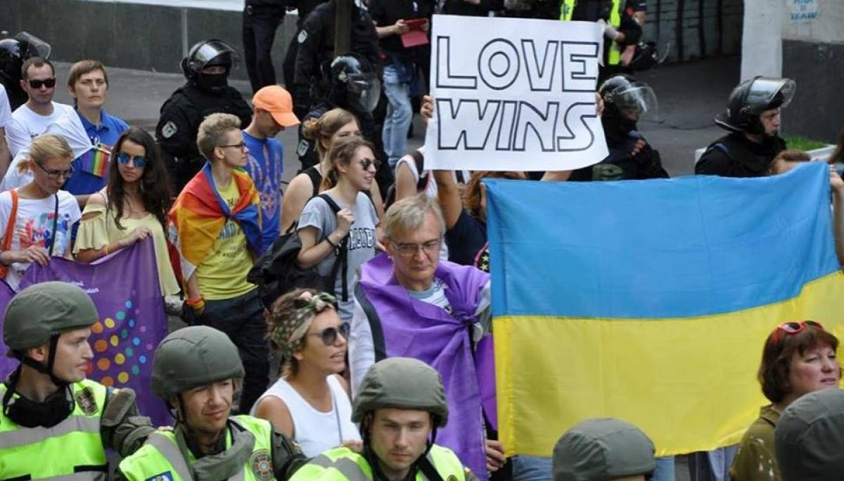 Политики геи в украине