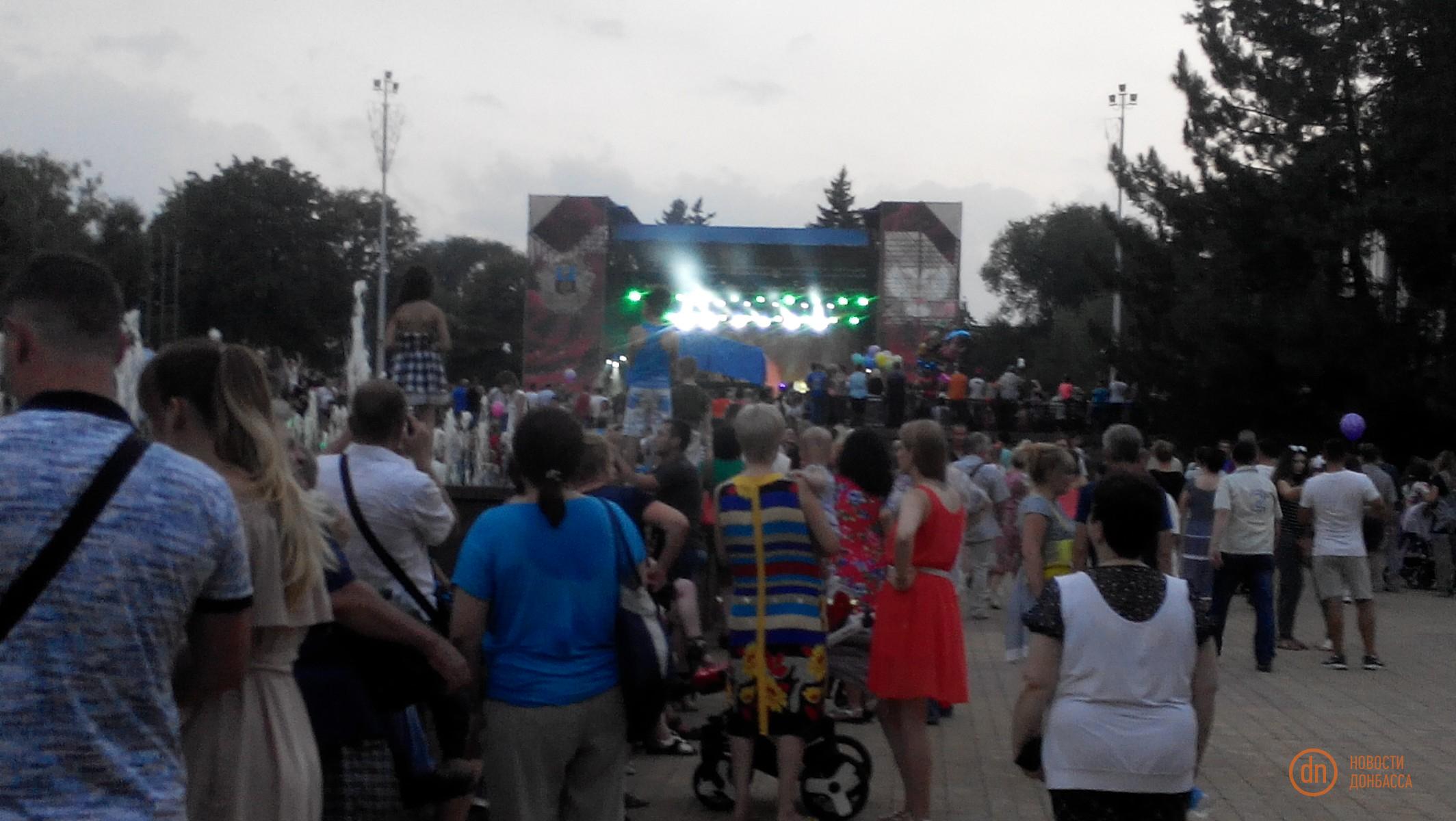 Около 10 тыс. человек пришли наконцерт Олега Газманова вДонецке— ДНР