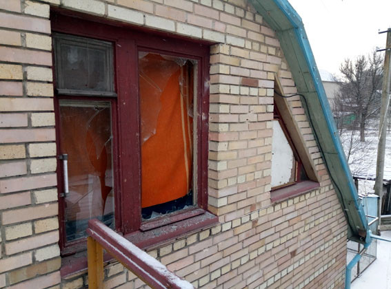 ВАвдеевке впроцессе  обстрелов боевиков ранен мужчина