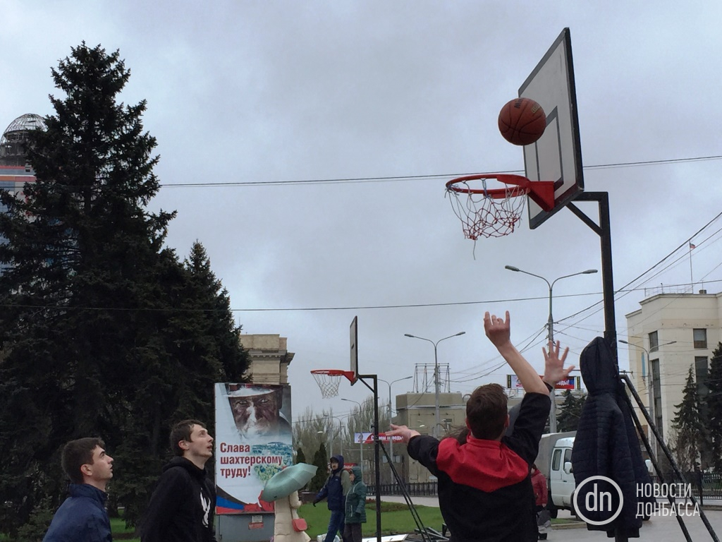 "В центре Донецка, вместо протеста шахтеров, развернули ""народные гуляния"" (ФОТО), фото-1"