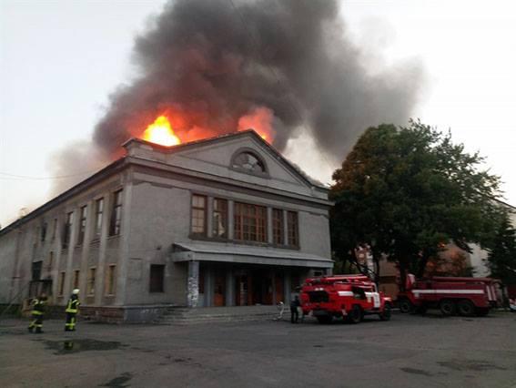 ВДонецкой области загорелось сооружение кинотеатра