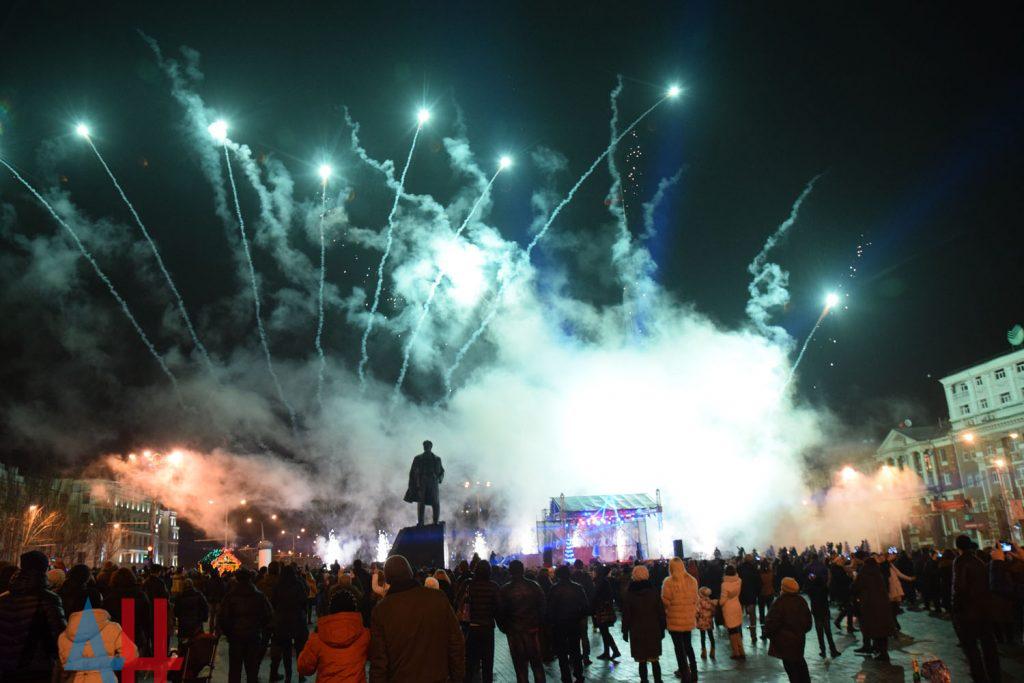 «Нарядился под Вову»: всети интернет высмеяли «новогоднее обращение» Захарченко