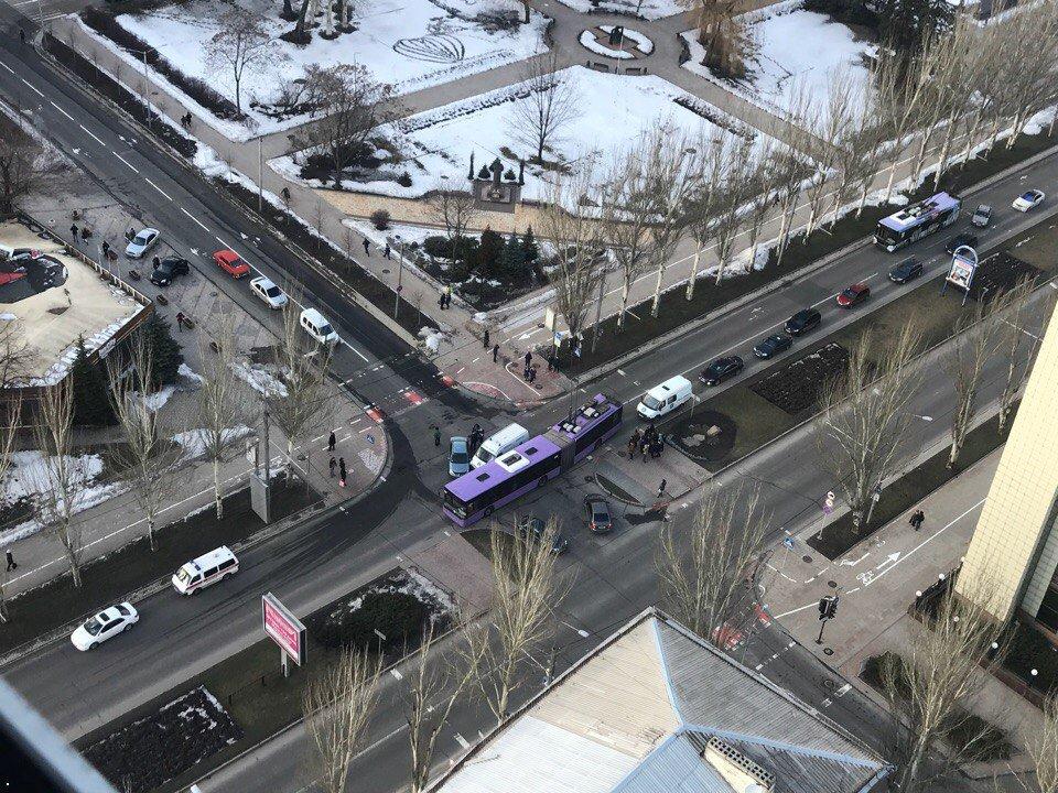 В Донецке в ДТП попала машина скорой помощи, фото-1