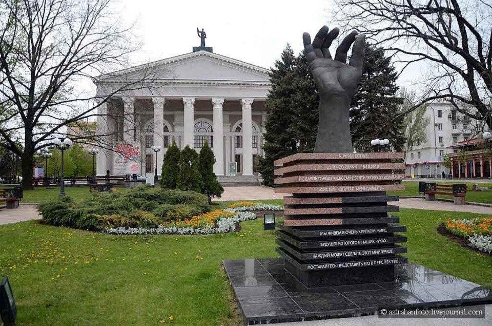 ВДонецке пропала скульптура Квинна «Вперспективе»