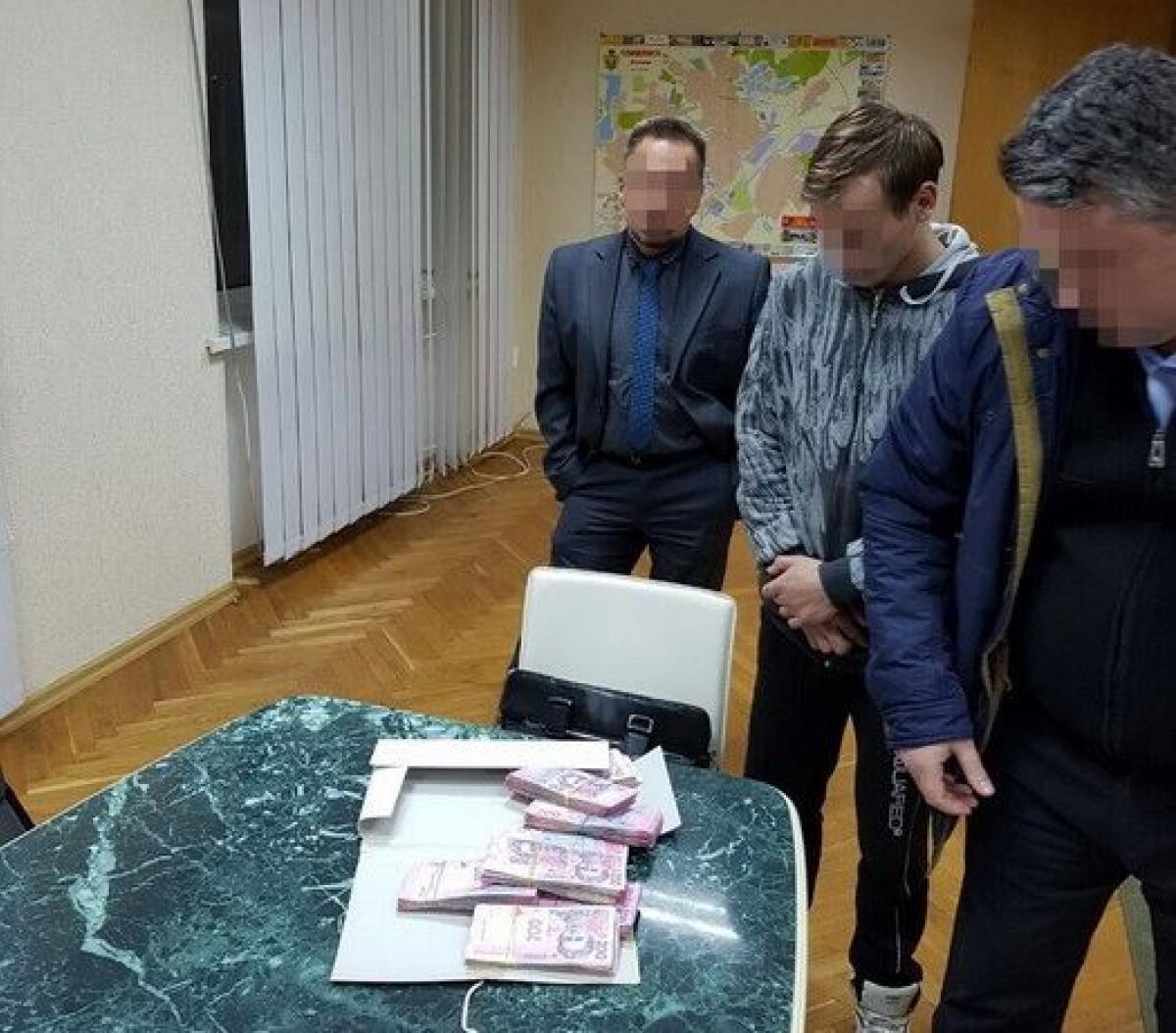 Заммэра Славянска попался на«мелкой» взятке