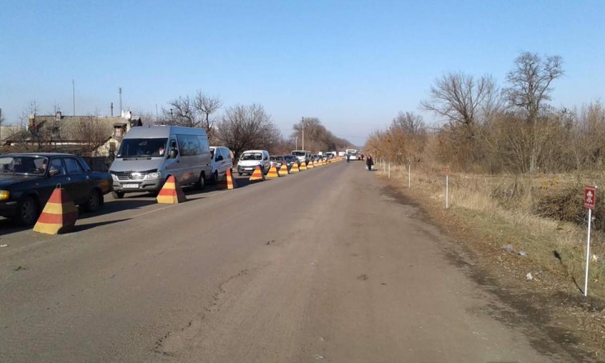 НаКПП взоне АТО образовались стоят сотни авто