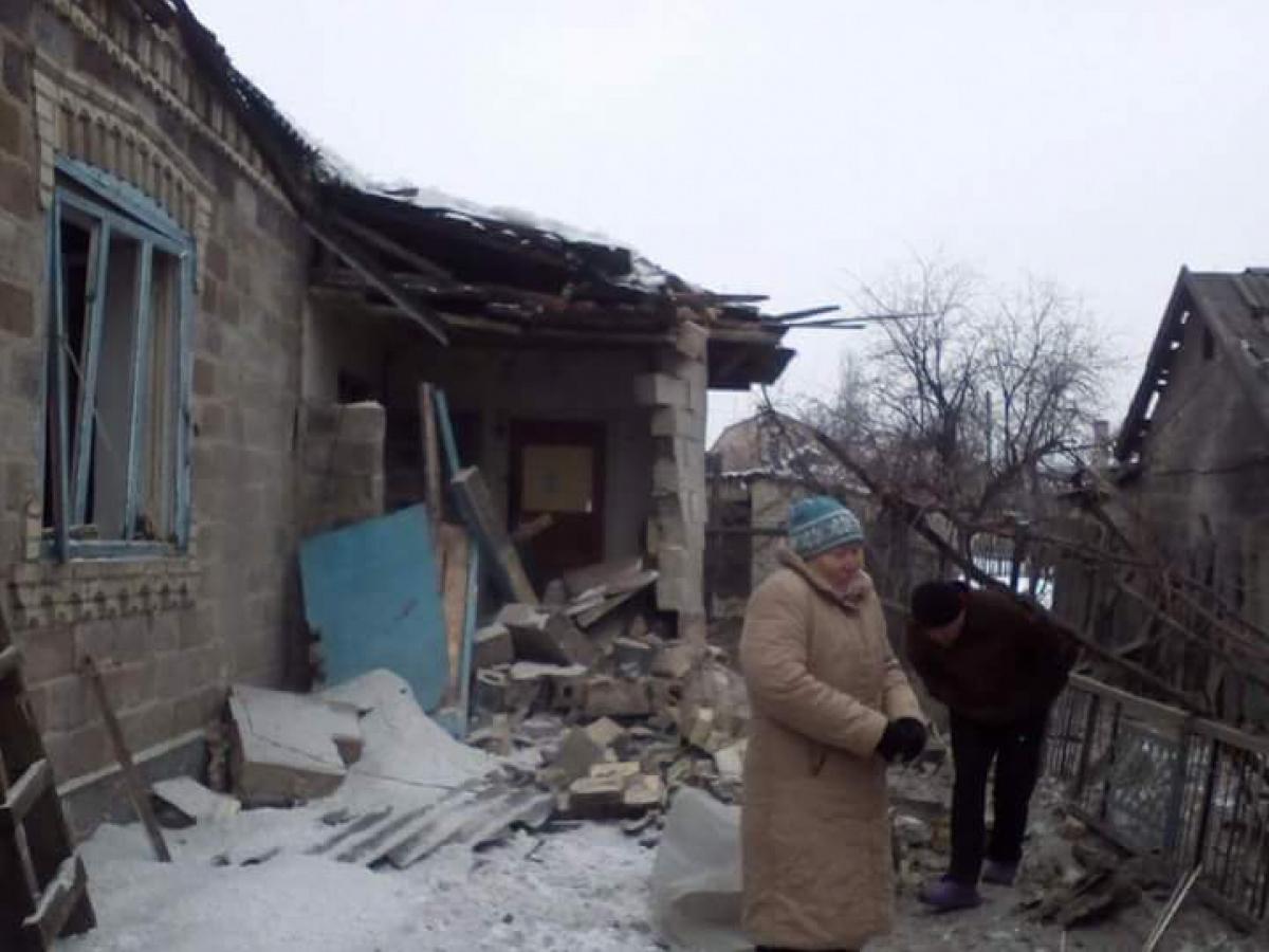 Боевики обстреляли КПВВ «Марьинка», повреждены модули таможенников