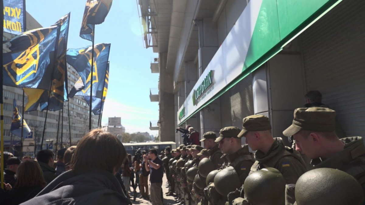 Вцентре Харькова начались потасовки между активистами «Гражданского корпуса» иполицией