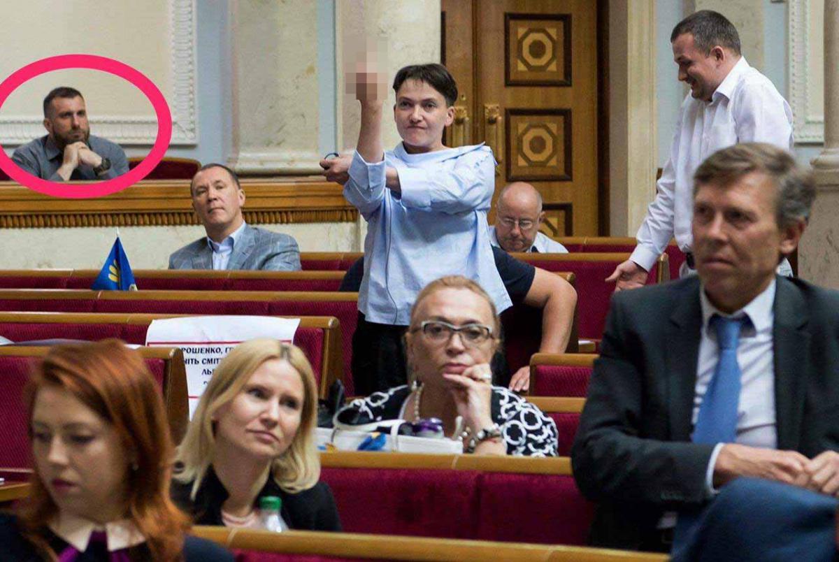 Савченко назвала того, кому адресовала неприличный жест