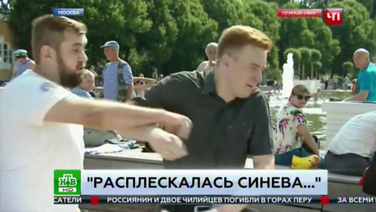Корреспондента НТВ избили впрямом эфире вДень ВДВ— Шокирующее видео