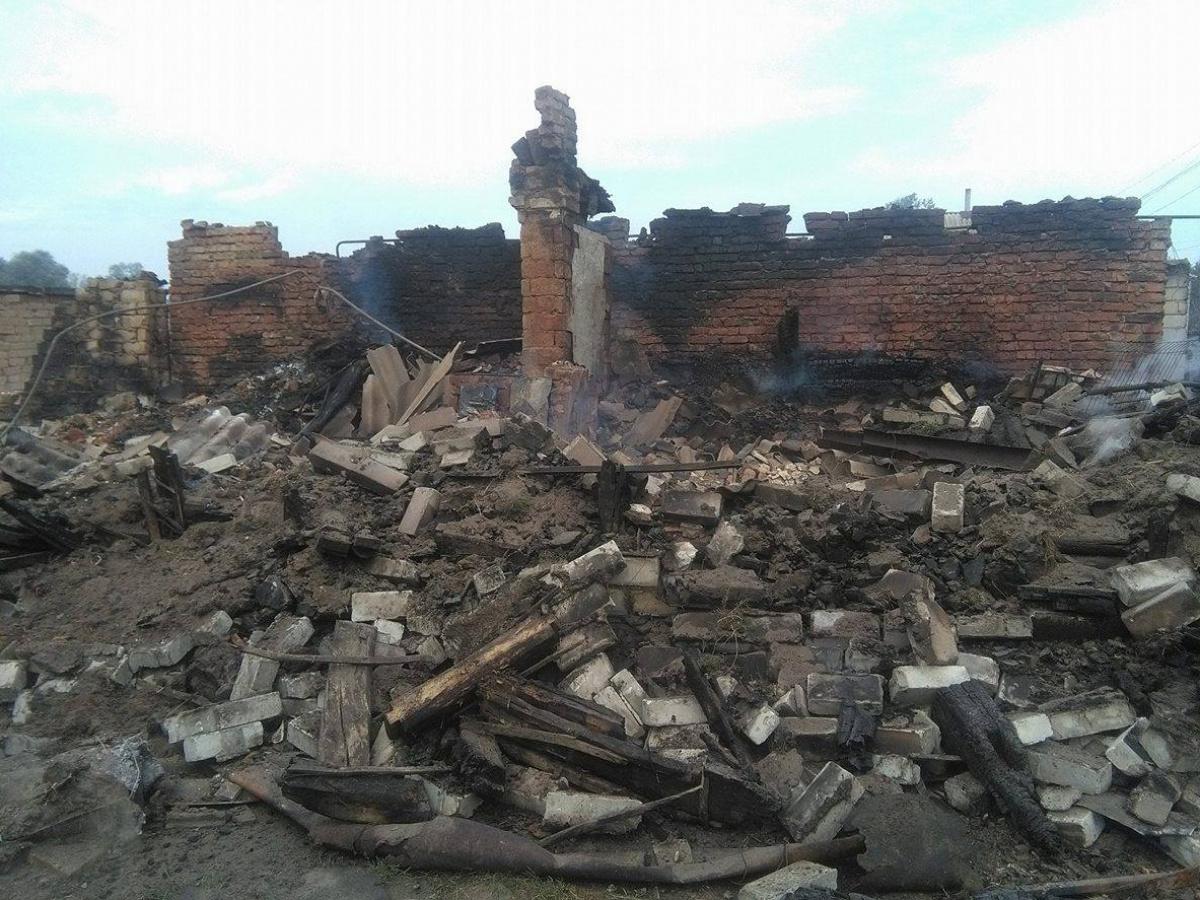 ВЛуганской области немогут затушить огонь из-за мин улинии разграничения