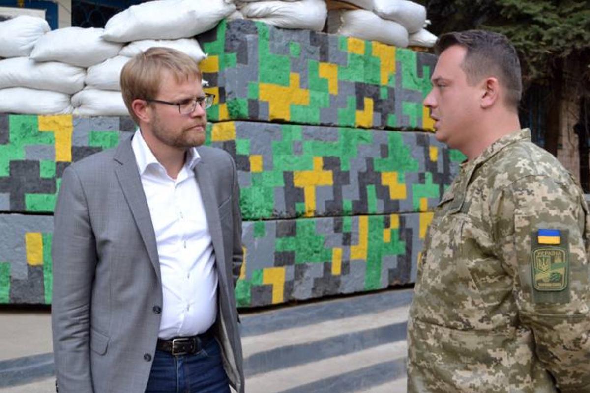 Посол Швеции иатташе пообороне посетили зону АТО