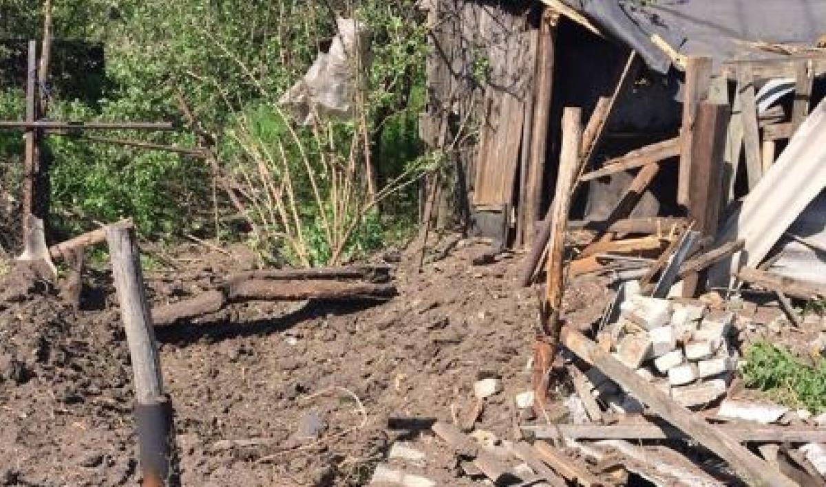 Боевики обстреляли Зайцево: Один человек ранен, зажегся дом
