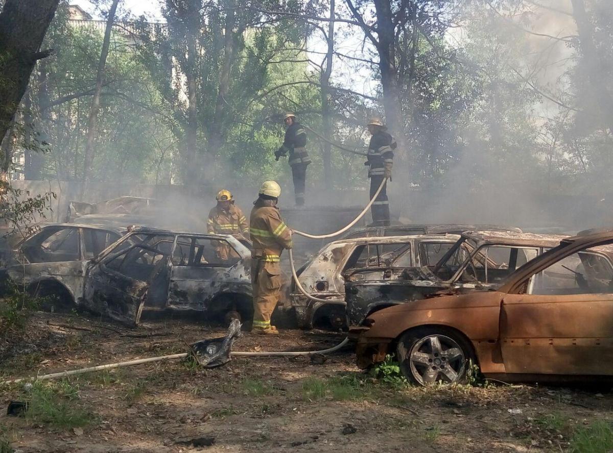 Пожар настоянке вКиеве. огнём уничтожено 54 авто
