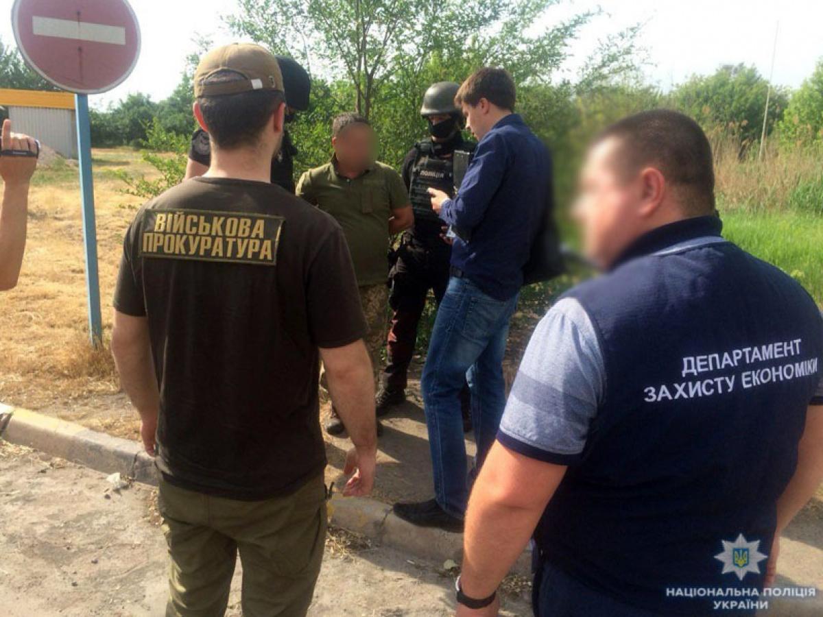 В Мариуполе командир военной части попался на взятке в 26 тыс. гривен - ФОТО