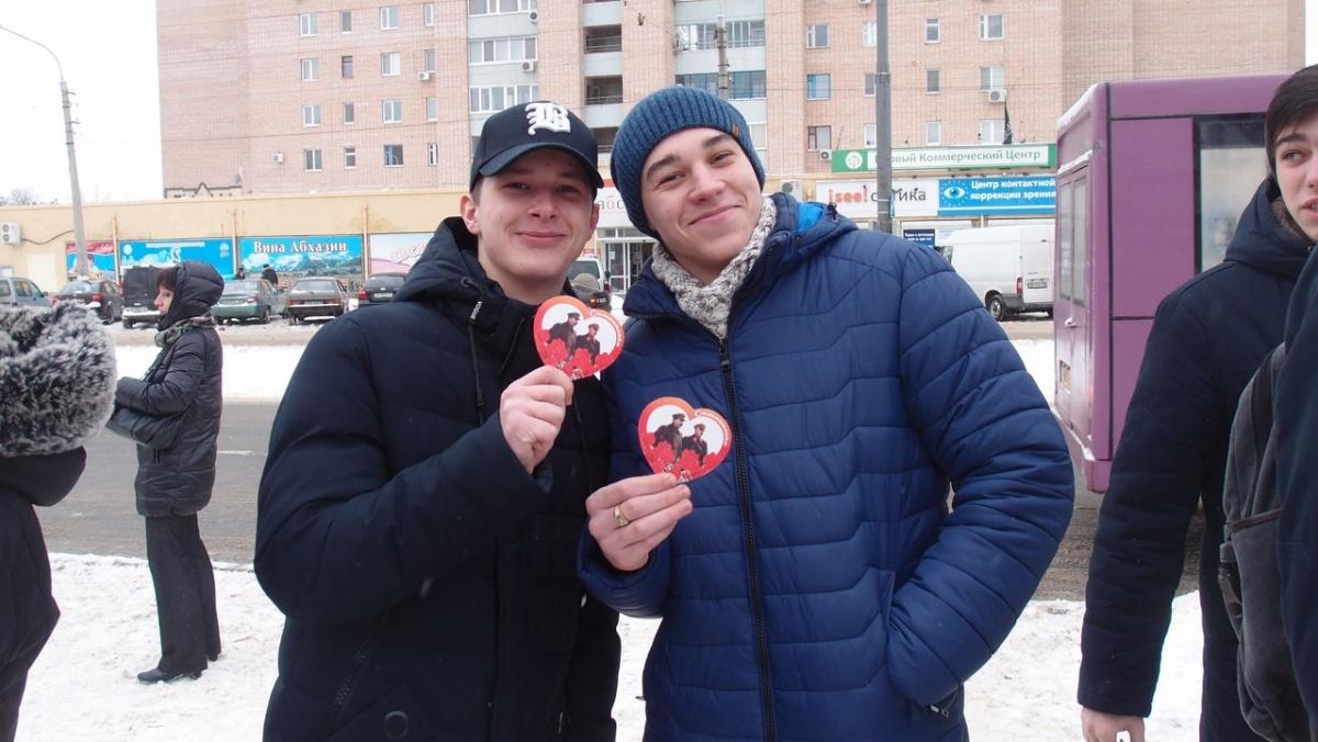 Воккупированном Луганске раздавали валентинки соСталиным