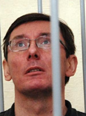 После заявления ирины луценко о циррозе печени у экс-министра, суд разрешил медицинскую экспертизу